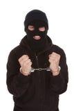 Brottsliga inlåsta handbojor royaltyfri fotografi