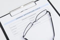 Brottsligt dokument för bakgrundskontroll. Närbild av den brottsliga backgroen Royaltyfri Foto