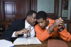 Brottsling med advokaten In Court arkivfoto