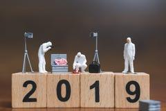 Brottsplatsutredning på träkvarteret nummer 2019 royaltyfria bilder