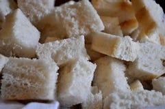 Brotwürfel Italienisches Brot geschnitten in Würfel Lizenzfreies Stockfoto
