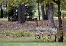 Brouette de roue décorative Photographie stock