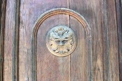 brougham Деревянный элемент на парадном входе, конец девятнадцатого века дизайна Мифологическая тварь faun стоковые фото