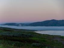 Brouillard au-dessus de bord de la mer Photos libres de droits