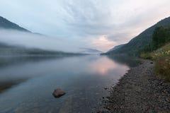 Brouillard au-dessus de fjord Images libres de droits