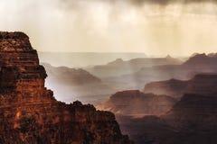 Brouillard au-dessus de Grand Canyon Photographie stock libre de droits