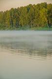 Brouillard au-dessus de l'eau Photographie stock libre de droits
