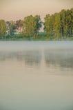 Brouillard au-dessus de l'eau Photos libres de droits