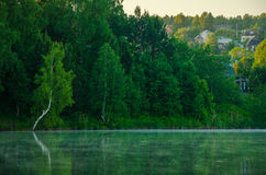 Brouillard au-dessus de l'eau Image libre de droits