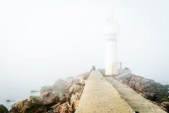 Brouillard au-dessus de phare de Kadikoy Inciburnu Feneri Photo libre de droits