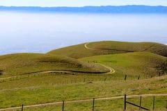 Brouillard au-dessus de Silicon Valley Photos libres de droits