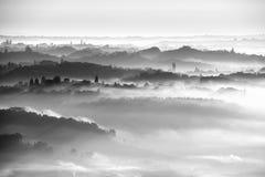 Brouillard au-dessus des collines Photo libre de droits
