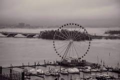 Brouillard au-dessus du Potomac au port national, le Maryland Image stock