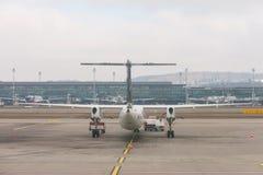 Brouillard dans l'aéroport de Kloten ou l'aéroport international de Zurich Il est Images libres de droits