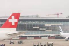 Brouillard dans l'aéroport de Kloten ou l'aéroport international de Zurich Il est Photographie stock