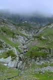 Brouillard dans les montagnes de Rila Photos stock
