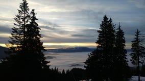 Brouillard dans les montagnes photo stock