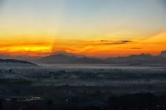 Brouillard de lever de soleil et de matin Photo libre de droits