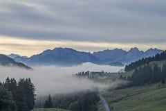 Brouillard de matin chez le Sudelfeld Photo stock
