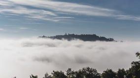 Brouillard de matin près de Montepulciano banque de vidéos