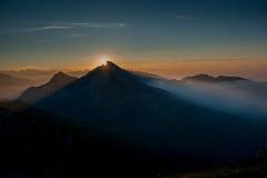 Brouillard de Matutina dans les montagnes Images libres de droits