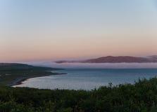 Brouillard de Nigth sur la plage Image stock