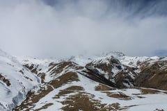 Brouillard en montagnes Images stock