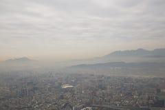 Brouillard enfumé au-dessus de Taïpeh comme vu de la tour 101 Image stock