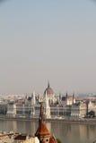 Brouillard enfumé au-dessus du Parlement hongrois Photo libre de droits