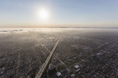 Brouillard enfumé et brouillard de Los Angeles le long de l'autoroute 405 Image libre de droits