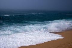 Brouillard sur la plage de mer en Espagne Photo libre de droits