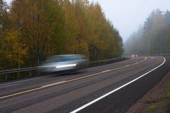Brouillard sur la route de campagne Photo libre de droits