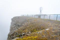 Brouillard sur le cap du nord Nordkapp Images libres de droits