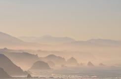 Brouillard sur les falaises. Image libre de droits