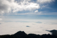Brouillard sur Phu Chee Dao Photo stock