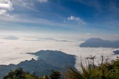 Brouillard sur Phu Chee Dao Images stock