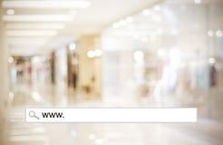 Brouillez la lumière de magasin et de bokeh avec la barre d'adresse, CCB de achat en ligne photos libres de droits