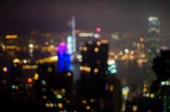 Brouillez le bâtiment léger de bureau municipal de Hong Kong de vue de nuit, fond abstrait photo stock