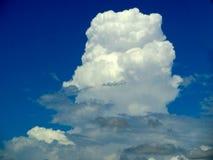 brouillez le ciel bleu d'espace libre blanc moyen de nuage dans un jour Photographie stock