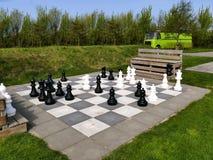 Brouwersdam, los Países Bajos - 9 de abril de 2017: Juego de ajedrez grande Imagen de archivo libre de regalías