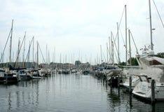 Brouwershaven малый город на Grevelingen в голландской провинции Зеландии Стоковые Фотографии RF
