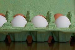Brovn y huevos blancos Imagenes de archivo