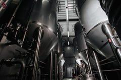 Browar wnętrze Nowożytna Piwna fabryka Rzędy stal zdjęcie royalty free