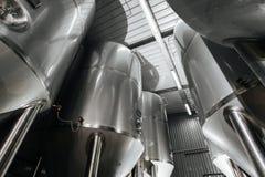 Browar wnętrze Nowożytna Piwna fabryka Rzędy stal obrazy stock