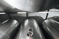 Browar wnętrze Nowożytna Piwna fabryka Rzędy stal zdjęcia royalty free