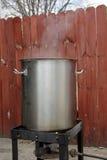 Browarniany garnek i palnik podczas gdy wort gotuje się Obrazy Royalty Free