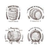 Browaru emblemat Baryłka piwa, wina, whisky i brandy nakreślenia rocznika wektorowe etykietki z drewnianą beczką, i royalty ilustracja
