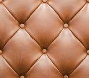Brown überzog Sofa mit Knopf-Beschaffenheits-nahtlosem Hintergrund mit Leder Stockbild