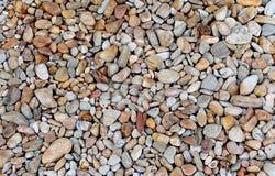 Brown apedreja o fundo do papel de parede da textura da praia do mar do seixo Imagem de Stock