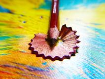 Brown barwił ołówek z ogolonym odpady obrazy royalty free